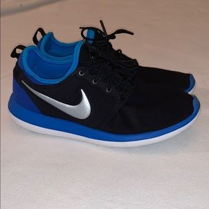 Nike Boy's Roshe shoes Size 7 youth Big Boy's